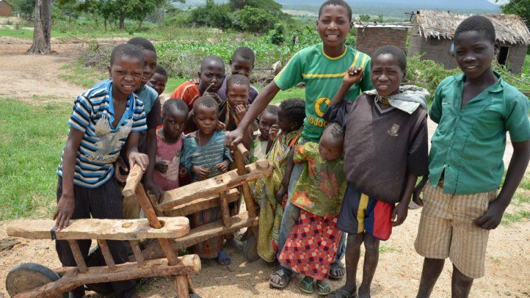 Jucării importante pentru copiii din Africa
